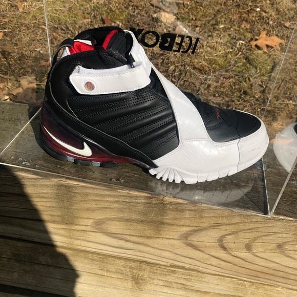536d9c99 Nike Vick's 111 dead stock Atlanta Falcon NWT